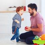 आप कैसे अपने बच्चे को अनुशासित करेंगे कि वह बड़ा होकर एक जिम्मेदार इंसान बने।एक बार जब बच्चे स्कूल जाने लगते है, तो इस पड़ाव को एक चंचल पड़ाव कहते है क्योकि इस दौरान बच्चे अपने आप को संभालना और अपनी भावनाओ पर नियंत्रण करना सीखते हैं।आपके बच्चे के साथ आपका व्यवहार कैसा हो यह एक आधार बनाने और उनकी भावनाओ को विकसित करने में में मदद करता है।इस लेख में कुछ बिंदुओं पर विस्तरित वर्णन किया गया है जो आपके बच्चों के भविष्य के लिए जानना जरूरी है,अवश्य पढ़ें।
