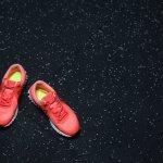Nike memang menjadi salah satu merek raksasa yang populer dengan produk sepatunya. Tak hanya berkualitas, sepatu keluarannya juga didesain menarik yang selalu menjadi tren di kalangan pencinta sepatu. Berikut adalah 10 rekomendasi sepatu Nike yang siap menemani langkahmu dengan nyaman dan menawan.