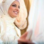 10 Paduan Baju Wisuda Hijab Cantik yang Bikin Momen Wisudamu Tak Terlupakan