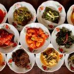 Masakan Padang memiliki cita rasa yang khas. Paduan berbagai rempah dalam menu-menu makanannya tentunya bisa menjadi pilihan yang tepat untuk menyediakan makanan lezat dan bergizi. Berikut beberapa resep yang bisa Anda coba di rumah.