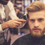 Jika dulu pria ogah terlalu memperhatikan penampilan, kini  tidak lagi. Seperti wanita, pria masa kini juga perlu tampil modis dan gaya. Salah satunya dalam menata rambut. Potongan model undercut dan pompadour cukup populer belakangan. Tapi apakah di tahun 2018 ini keduanya masih akan digemari? Simak dulu prediksi model rambut keren pria yang bakal nge-tren di 2018 ini.