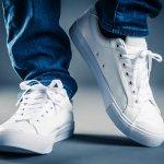 Sneaker menjadi pilihan terbaik untuk gaya kasual yang kekinian. Nah, berikut ini BP-Guide akan membahas tentang sneaker terbaru yang keren untuk kalian, baik pria maupun wanita. Apa saja? Silakan simak artikel berikut ini.