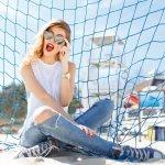 Celana jeans memang tidak pernah ketinggalan zaman. Fashion item ini pun bisa dipadupadankan dengan fashion item lainnya. Celana jeans juga bisa digunakan oleh anak muda hingga orang dewasa. Selain mudah dipadupadankan, jeans juga lebih terlihat kasual tetapi tetap sopan. Itu mengapa, jeans menjadi pilihan yang banyak digemari.