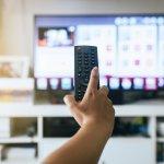 Buat rumah Anda semakin canggih dengan menghadirkan Smart TV. Eits, cek dulu apa yang harus Anda perhatikan saat membeli Smart TV. Selanjutnya cek juga rekomendasi Smart TV dari kami, ya!