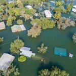 Banjir menjadi musibah yang banyak dialami negara-negara di dunia termasuk Indonesia. Beberapa negara telah membuat terobosan untuk mengatasi banjir ini. Dengan teknologi yang diciptakan, banjir di negara-negara tersebut bisa diatasi.
