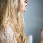 Pernah merasakan rambut lepek dan bau? Jangan sampai terjadi, ya. Apalagi sekarang sudah ada hair mist atau parfum rambut. Selain mengharumkan rambut, parfum rambut juga bisa memberikan tambahan nutrisi agar lebih sehat dan indah dilihat.