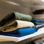 Salah satu celana yang sedang tren di kalangan wanita saat ini adalah celana Chino. Celana ini bisa kamu gunakan untuk gaya kasual hingga formal sesuai kebutuhan. Melalui artikel ini, BP-Guide akan memberikan rekomendasi celana Chino wanita terbaru agar kamu makin fashionable.