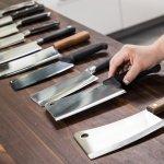 अगर आप भी अपने किचन के लिए कुछ शानदार चाकू ढूंढ रहे थे दिखने में और काम मे दोनों में माहिर हो तो आप यहां बिल्कुल सही जगह पर आए हैं । हम आपके लिए ऐसे 10 चाकू की सूची लेकर आए हैं जो आपको बेहद पसंद आएंगे । साथ में हमने आप को चाकू खरीदने के कुछ सुझाव और उनके प्रकारों के बारे में भी बताया है । अधिक जानने के लिए अनुच्छेद पूरा पढ़ें ।