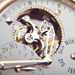 Sebagai sebuah aksesoris khas kaum pria, jam tangan tidak lagi sekadar penunjuk waktu. Dengan fitur-fitur canggih yang dimiliki dan bahan yang digunakan ada sejumlah jam tangan yang harganya bisa bikin mata terbelalak. Inilah daftar jam tangan termahal di dunia untuk 2018.