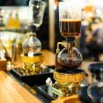 Sebagai penggemar kopi, bisa meracik dan menghadirkan kopi yang nikmat ala barista profesional tentunya menjadi kebanggaan tersendiri. Untuk bisa bereksperimen Anda pun membutuhkan alat pembuat kopi. Nah, berikut adalah jenis-jenis coffee maker yang umum digunakan dan rekomendasi coffee syphon yang bisa Anda miliki.