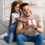 Cha đã nỗ lực rất nhiều để mang đến cho gia đình những điều tốt đẹp nhất, vậy nên bạn đừng bỏ qua bất kỳ cơ hội nào để bày tỏ lòng biết ơn và yêu thương đối với cha nhé. Nếu bạn còn đang băn khoăn chưa biết nên thể hiện tình cảm của mình với cha như thế nào thì hãy tham khảo ngay 10 gợi ý làm quà tặng cha độc đáo, ý nghĩa (năm 2021) trong bài viết dưới đây.