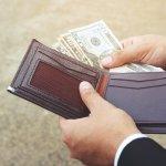 極上の革を使って日本の職人が丁寧に作ったココマイスターのメンズ二つ折り財布や三つ折り財布は、本物を求める大人の男性に支持されています。この記事では、人気シリーズのランキングや選び方、平均予算などを紹介するので、自分にぴったりの財布を選ぶうえで参考にしてください。