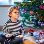 子供達が楽しみにしているイベントのひとつが、年に一度のクリスマスですが、親としては子供は一体何をもらったら喜ぶのか悩むところです。そこで今回は、小学校低学年の男の子にターゲットをしぼった【2019年最新版】人気のクリスマスプレゼントランキングをご紹介します。定番ゲームから男の子ならではのものまでありますので、クリスマスプレゼント選びにぜひ参考にしてみてください。