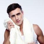 Siapa bilang pria tidak butuh wajah yang bersih dan bersinar? Meskipun pria tidak menggunakan kosmetik seperti bedak atau lainnya, perawatan kulit wajah tetap menjadi sangat penting. Berikut ini, simak rekomendasi dan tips dari BP-Guide untuk Anda yang ingin memiliki kulit wajah yang bersih hanya dengan sabun pemutih.