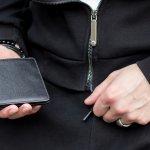 今回は、ジミーチュウのなかでも人気のメンズ財布についてご紹介します。webアンケート調査などをもとに、編集部が厳選したメンズ財布をランキングにしました。これを読めば、どういった財布が選ばれているのかがわかります。どれも自信を持っておすすめするアイテムばかりなので、ぜひジミーチュウのメンズ財布を探すときの参考にしてください。