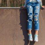Celana jeans adalah fashion item yang wajib ada di lemarimu. Kamu bisa menciptakan berbagai gaya dengan celana yang satu ini, lho. Yuk, intip rekomendasi celana jeans termurah dari BP-Guide untuk membuat penampilanmu semakin kece.