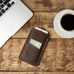 Dompet yang bisa untuk menyimpan handphone tentunya bisa menjadi pilihan yang tepat untuk Anda yang sering berpergian dan membawa handphone. Sebelum memilih yang tepat untuk Anda, silakan simak ulasan BP-Guide berikut ini.