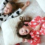Punya anak perempuan mungkin sedikit ribet ya terutama saat memilih baju tidur. Tak perlu pusing Moms, jika sedang mencari baju tidur anak perempuan yang tepat, Anda bisa menyimak tips dan rekomendasi BP-Guide berikut ini!