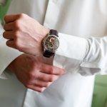 Jam tangan bisa menunjukkan kepribadian seseorang. Karena itu keberadaan  jam tangan unik menjadi sarana bagi para pria untuk menunjukkan kepribadiannya yang memang menarik.