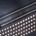 個性的でおしゃれなアイテムを好む男性には、人目を引くスタッズ付きの財布を贈りましょう。今回は2019年最新情報をもとに、プレゼントにぴったりのメンズスタッズ財布を集めました。有名ブランドの長財布やコンパクトな二つ折り財布などをピックアップしたので、プレゼント選びに役立ててください。