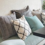 Setiap orang pasti suka mendekorasi rumah agar tampak semakin cantik. Salah satunya dengan menggunakan bantal hias sebagai pemanis sofa. Yuk, pilih rekomendasi bantal hias dari BP-Guide berikut ini untuk membuat rumahmu terlihat lebih manis!