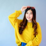 Sejak wabah K-Pop menjangkiti dunia, maka fashion ala Korea juga ikut mempengaruhi gaya banyak orang, khususnya remaja. Bila Anda juga ingin mencari tampilan yang kekinian, maka tampilan ala Korea bisa Anda pertimbangkan.
