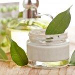 Merawat kulit sehat bisa dimulai dengan banyak cara. Selain nutrisi untuk tubuh dan berolahraga, kamu juga bisa mulai merawat kecantikan kulit dengan produk skin care dan make up berbahan organik.