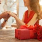 अगर आप ही अपने बॉयफ्रेंड के लिए अपनी एनिवर्सरी पर कोई उपहार ढूंढ रही है जो बातों से थोड़ा अलग हो लेकिन बढ़िया हो तो आप यहां बिल्कुल सही जगह पर आई है । हमने आपके बॉयफ्रेंड को आप की तीसरी एनिवर्सरी पर देने के लिए 10 उपहार विकल्पों की सूची तैयार की है । अधिक जानने के लिए पढ़ते रहे ।