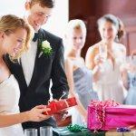 Thật tuyệt khi nhận được tin vui thông báo kết hôn từ bạn bè, người thân của chúng ta đúng không nào? Một món quà thiết thực và ý nghĩa dành tặng cho cặp đôi có lẽ là điều mà nhiều người nghĩ đến thay cho những chiếc phong bì khô khan và quá tiện dụng. Hãy tham khảo ngay 10 gợi ý dưới đây để dễ dàng chọn lựa được những món quà mừng cưới ý nghĩa dành tặng cho đôi uyên ương bạn nhé!