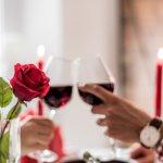 彼氏の好みに合ったお酒、またはお酒をより美味しく味わえるようなグッズなど、お酒好きの彼氏に喜ばれるプレゼントのアイデア25選をご紹介します。家飲みを華やかに盛り上げるような一品をプレゼントすれば、2人でお酒を味わうひとときがさらに充実した時間に変わりますよ。思い出に残る、楽しい誕生日を過ごしてもらえるようなプレゼントを贈ってくださいね。