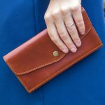 Wanita memang sangat membutuhkan dompet dalam kesehariannya. Umumnya memang untuk membawa uang dan kartu. Namun, dompet juga bisa digunakan untuk membawa kosmetik. Selain itu, dompet juga bisa menambah gaya jadi makin keren. Yuk, tengok rekomendasi dompet yang bisa dibeli di Shopee!