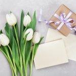 日頃お世話になっている先輩や目上の方に、感謝の気持ちを込めて誕生日メッセージを贈りませんか?ここでは、間柄にふさわしい誕生日メッセージの書き方や、より伝えたい気持ちが引き立つコツをご紹介します。より感動してもらえる伝え方のアイデアも、ぜひ参考にしてくださいね。