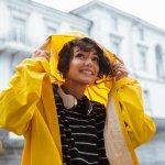 Saat ini sudah masuk musim hujan. Sudahkah Anda memiliki jas hujan untuk bepergian? Jas hujan memiliki berbagai macam jenis dan kegunaan. Berikut beberapa jenis jas hujan dan kegunaannya dari BP Guide.
