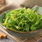Rumput laut biasanya dikonsumsi sebagai bahan untuk membuat sushi atau campuran minuman es. Bahan makanan yang kaya gizi ini juga bisa diolah menjadi minuman dan makanan lain. Inilah sejumlah menu lezat menggunakan rumput laut yang bisa menjadi inspirasi Anda.