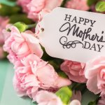 5月の第2日曜日は母の日です。カーネーションは、母の日のプレゼントとして昔からの定番で、今でも最も多く選ばれています。今回は、定番の花束や人気の鉢植え、女性が喜ぶスイーツセットなどのタイプ別商品とともに、選ばれる理由や魅力、選び方、価格の相場もご紹介しますので、ぜひ参考にしてください。