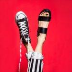 Tahun 2018 telah melahirkan beragam tren mode yang sayang untuk dilewatkan. Salah satu item yang paling banyak dicari pencinta fesyen ialah alas kaki. Supaya tampilanmu tetap modis dan cantik, berikut BP-Guide rangkum berbagai tipe alas kaki populer setahun ini dan rekomendasi produknya.