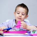 Kegiatan menggunting sangat baik bagi perkembangan anak. Tentunya, untuk anak, jangan berikan gunting biasa. Anda mesti memberikan gunting yang cocok untuk anak. Berikut ini adalah rekomendasi gunting khusus untuk anak yang bisa Anda pertimbangkan.