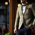 Setelan jas adalah salah satu fashion item formal yang mesti dimiliki oleh para pria. Kalau kamu ingin tampil bergaya dengan jas yang tepat, pastikan kamu baca referensi jenis jas pria dan rekomendasi jas keren pilihan BP-Guide dalam ulasan berikut!