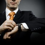 Sebagai sebuah aksesoris penting dalam penampilan setiap pria, Anda tidak boleh sembarangan dalam memilih jam tangan. Perhatikan unsur-unsur penting yang dimiliki jam tangan tersebut agar penampilan Anda semakin keren dan memikat di setiap kesempatan.