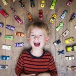 Bermain adalah kegiatan yang umum dilakukan anak-anak setiap hari. Bermain sangat bagus untuk tumbuh kembang anak karena bisa mengasah kemampuan, kreativitas, dan daya pikir anak. Akan lebih bagus lagi jika anak dibelikan mainan yang bersifat edukatif.