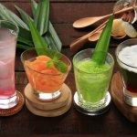 Tahukah kamu bahwa beberapa minuman khas Indonesia kini telah mendunia? Pastinya kamu juga tahu dan pernah mencoba cita rasa dari minuman yang masuk ke dalam daftar minuman yang disukai banyak wisatawan asing ini. Yuk, cari tahu minuman apa saja yang populer dalam artikel ini. Eits, juga ada resep minuman tradisional yang bisa dibikin sendiri, lho.