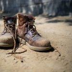 Dahulu kala, sepatu bot hanya digunakan oleh orang-orang yang bekerja di lapangan saja, khususnya tentara dan pekerja tambang. Namun, sepatu bot kini juga bisa dipakai untuk bergaya di depan umum. Anda tertarik menggunakan sepatu bot untuk tampil keren di depan orang banyak? Yuk, simak rekomendasi sepatu bot untuk pria ini.
