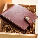 Dompet bagi pria memiliki nilai lebih. Tidak hanya menjadi fashion item, dompet juga mesti fungsional. Simak rekomendasi dompet kulit pria dari BP-Guide berikut ini yang bisa mendukung kebutuhan Anda.