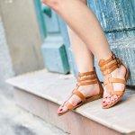 Sandal memang jadi alas kaki yang nyaman untuk digunakan terutama untuk berjalan-jalan. Tapi jangan sampai asal pilh sandal, ya. Beda jenis kaki, beda pula jenis sandal yang digunakan. Nah, kali ini BP-Guide akan merekomendasikan sandal-sandal yang cocok untuk setiap jenis kaki. Yuk, segera cari tahu!