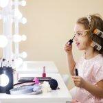 Game bukan hanya diperuntukkan untuk dimainkan oleh laki-laki, tetapi juga ada game yang bisa dimainkan oleh anak perempuan. Permainan yang khusus diperuntukkan untuk anak perempuan bisa melatih keterampilan mereka di kehidupan nyata. Misalnya saja game makeup bisa membuat anak lambat laun mengerti alat-alat makeup dan diharapkan nantinya bisa mengaplikasikannya sendiri.