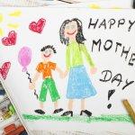 母の日には、お母さんの素敵な笑顔を描いた似顔絵ギフトでサプライズしませんか?今回は2019年最新情報をもとに、母の日にぴったりな似顔絵ギフトを多数ご紹介します。純金で描かれたマグカップや似顔絵入りの時計など、お母さんに喜ばれるスペシャルなアイテムが満載です。