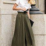Sedang cari inspirasi outfit yang ngetren? Pleated culottes atau kulot plisket dengan banyak lipit detail adalah salah satu item yang diburu banyak wanita saat ini. Jangan mau ketinggalan, yuk simak rekomendasi produk terbaiknya hanya dari BP-Guide berikut ini!