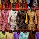 10 Merek Kebaya Sederhana untuk Tampil Cantik Saat Wisuda