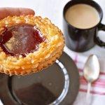 Selai kopi kekinian sekarang lagi populer. Baik di cafe-cafe kekinian, maupun jualan online. Sedang mencari produk selai kopi yang tepat untuk Anda? Simak rekomendasi BP-Guide berikut ini, ya.