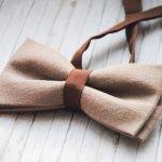 Dasi tidak hanya menjadi aksesori pelengkap busana pria saja, tetapi bisa dipakai pula oleh wanita. Ada berbagai macam model dasi wanita yang bisa kamu gunakan untuk tampil memukau, loh. Simak rekomendasi dan tips memadukan dasi untuk gaya berbagai gaya busana, yuk!